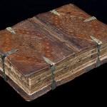 Średniowieczna książka otwierana na sześć różnych sposobów