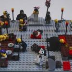 Sceny z kart literatury odtworzone za pomocą klocków Lego