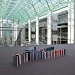 Biblioteka Uniwersytetu Warszawskiego chce pobić rekor Guinnessa w książkowym domino. Przyjdź i zobacz