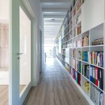 Węgierscy architekci zaprojektowali dom z 17-metrowym regałem na książki