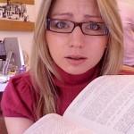 Kobiety więcej czytają, mężczyźni częściej recenzują
