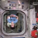 Włoska astronautka uczciła w kosmosie Dzień Ręcznika