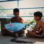 Brazylia: ubogim dzieciom rozdano latawce z opowieściami zachęcające do czytania podczas zabawy