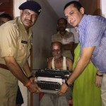 65-latek w Indiach otrzymał od władz nową maszynę do pisania, po tym jak policjant zniszczył mu poprzednią