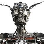 Przypominające cyborgi rzeźby ludzi i zwierząt wykonane z maszyn do pisania