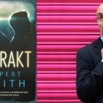 """Wnuczka odkrywa tajemnice znanego pisarza. Premiera powieści """"Antrakt"""" Ruperta Smitha"""
