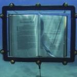 Na potrzeby instalacji artystycznej umieścił powieść ?Moby Dick? na dnie oceanu