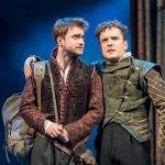 """Daniel Radcliffe w nowej inscenizacji """"Rozenkranc i Gildenstern nie żyją"""" Toma Stopparda do obejrzenia w polskich kinach"""
