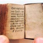 Najmniejsza na świecie drukowana tradycyjnie Biblia sprzed 300 lat trafiła na licytację
