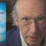 """Niezwykły narrator nowej powieści Iana McEwana. Przeczytaj pierwszy rozdział """"W skorupce orzecha"""""""