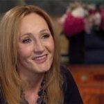 """J.K. Rowling napisała baśń na sukience. """"Manuskrypt"""" wciąż wisi w szafie"""