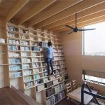 Japończycy zaprojektowali całościenny regał na książki. Jest odporny na trzęsienia ziemi i można się po nim wspinać jak po drabinie