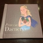 """Brazylijczyk stworzył dla swojej córki książeczkę obrazkową o Daenerys na podstawie """"Gry o tron"""""""