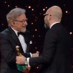 Powieściopisarz nagrodzony za debiut reżyserski! Donato Carrisi odebrał z rąk Spielberga nagrodę Włoskiej Akademii Filmowej