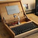 Idealne rozwiązanie dla pisarzy? Francuz zbudował prototyp urządzenia łączącego najlepsze cechy maszyny do pisania i komputera