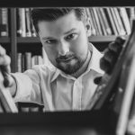 10 rad, które pomogą w napisaniu własnej książki, według Remigiusza Mroza