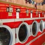 Samoobsługowe pralnie w USA raz w tygodniu zmieniają się w biblioteki