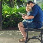 Obliczono, że 5-latkowie, którym rodzice czytali kilka książeczek dziennie, słyszeli o ok. 1,5 miliona słów więcej niż dzieci nieczytających rodziców