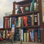"""Holandia: na ścianie budynku w Utrechcie powstał mural z ulubionymi książkami mieszkańców. Wśród dzieł znalazł się """"Pan Tadeusz"""""""