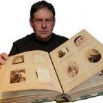 Francuz posiada w rodzinnym albumie nieznane zdjęcia Victora Hugo. Choć są bardzo cenne, nie zamierza ich sprzedawać