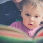 Nowe badanie dowodzi, że wspólne czytanie wpływa łagodząco nie tylko na dzieci, ale również na rodziców