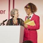Jury łamie regulamin i przyznaje Nagrodę Bookera dwóm autorkom! Laureatkami Margaret Atwood i Bernardine Evaristo