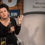 Olga Tokarczuk powołuje fundację wspierającą pisarzy, tłumaczy i badaczy literatury. Wrocław udostępnił na siedzibę willę Karpowiczów