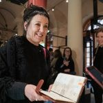Olga Tokarczuk podarowała Muzeum Nagrody Nobla swój kalendarz z 2018 roku