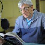 """Wiktor Zborowski czyta w radiowej Dwójce """"Boso, ale w ostrogach"""" Stanisława Grzesiuka"""