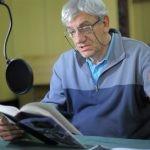 """Wiktor Zborowski czyta na antenie Dwójki """"Obsługiwałem angielskiego króla"""" Bohumila Hrabala"""