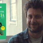 """""""Średni współczynnik szczęścia"""" Davida Machado – powieść o szukaniu nadziei i optymizmu w trudnych czasach"""