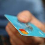 Polacy częściej kupują książki, dokonując transakcji kartami płatniczymi. Co to oznacza dla czytelnictwa?
