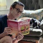 Chuck Palahniuk wydał nową powieść. W centrum fabuły prywatny detektyw oraz imitatorka dźwięku, która zabija ludzi dla uzyskania idealnego wrzasku