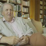 Alexander McCall Smith o układaniu książek na półkach