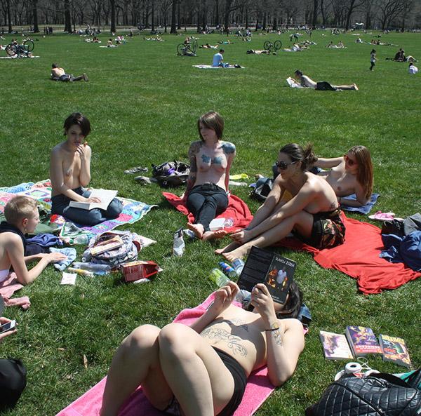 """topless czytają """"Joyland"""" - 2"""