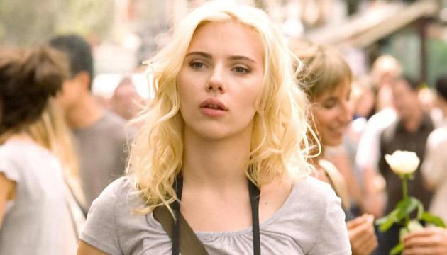 Scarlett Johansson kontra pisarz