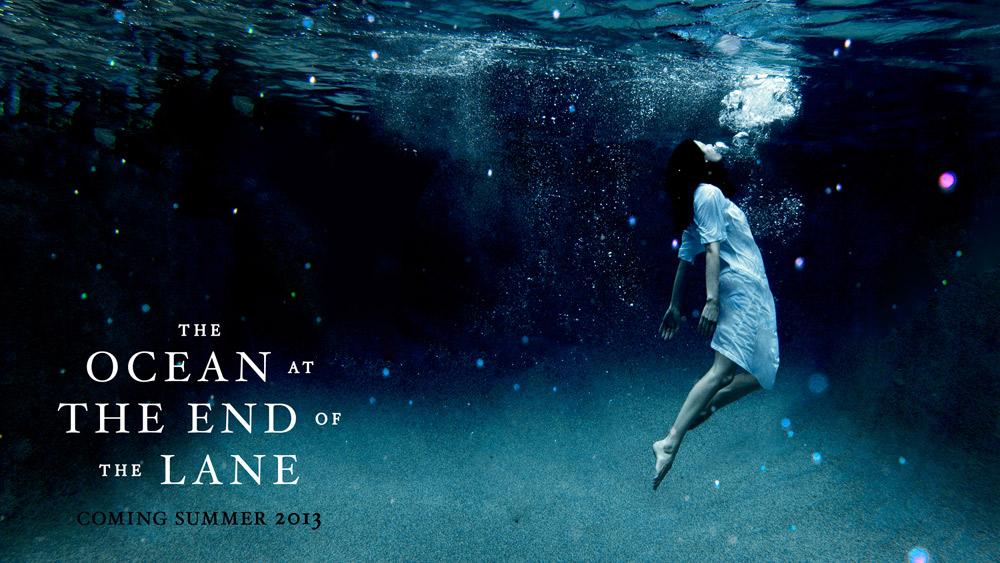"""Projekt graficzny okładki amerykańskiego wydania """"Oceanu na końcu drogi""""."""