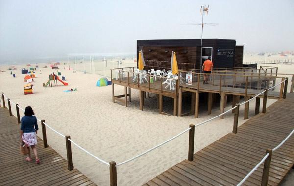 biblioteka na plaży w Praia da Tocha