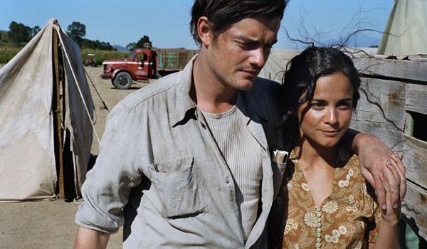 """Sam Riley jako Jack Kerouac i Alice Braga jako Terry Meksykaneczka w adaptacji """"W drodze"""""""