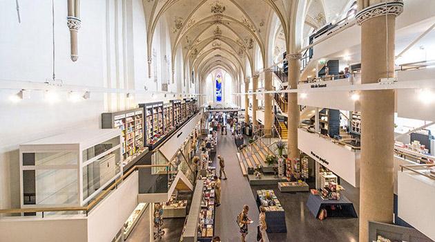 księgarnia w holenderskiej katedrze - 1