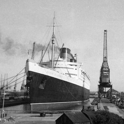 """""""Queen Elizabeth"""" - statek, na którym poznali się Sławomir Mrożek i Gunnar Brandell."""