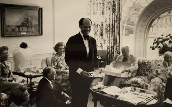 Eugene Allen usługujący na przyjęciu urodzinowym prezydenta Geralda Forda.