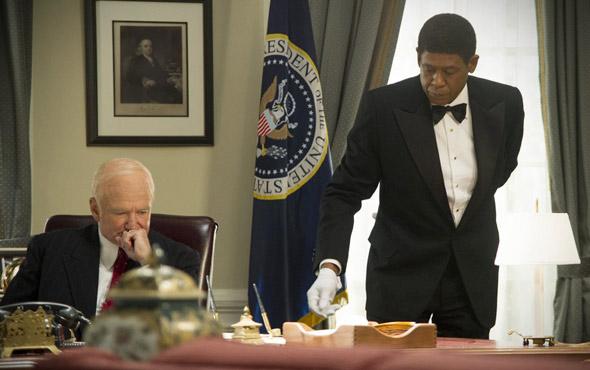 Filmowy kamerdyner Cecil Gaines (w tej roli Forest Whitaker, po prawiej) oraz prezydent Dwight D. Eisenhower (Robin Williams).