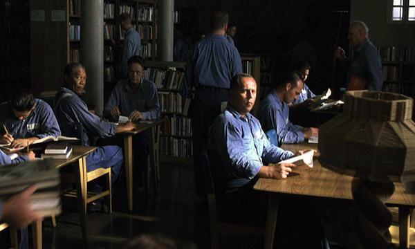 więźniowie czytają