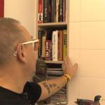 Jurek Owsiak posiada biblioteczkę w toalecie