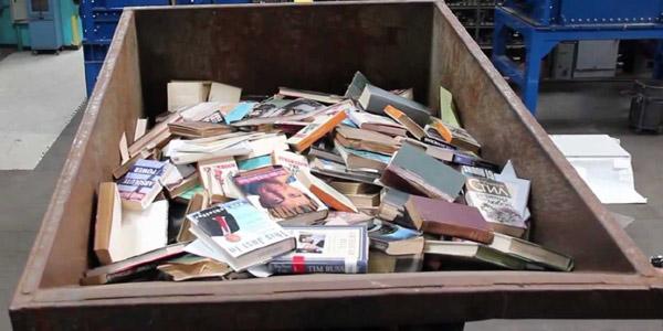Norwegia - niszczy książki