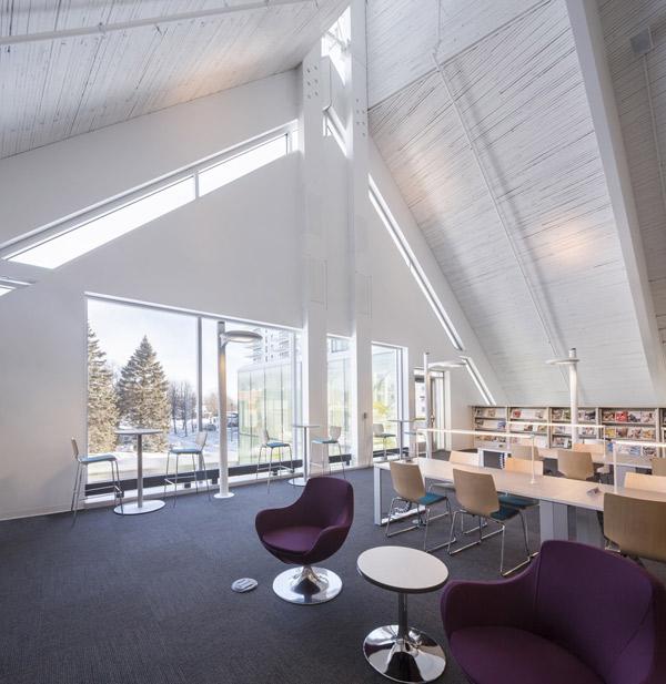 biblioteka-kosciol-kanada-3