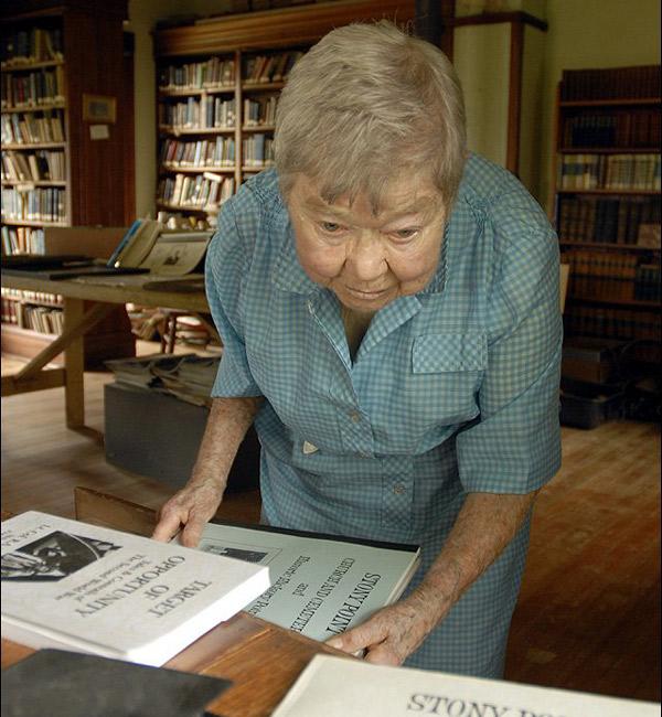 najstarsza-bibliotekarka-2