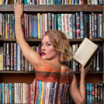 Właścicielka nowojorskiej księgarni prezentuje książkowy bodypainting