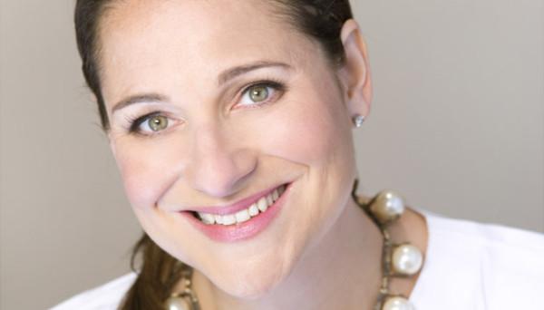 Jennifer-Weiner-usmiech